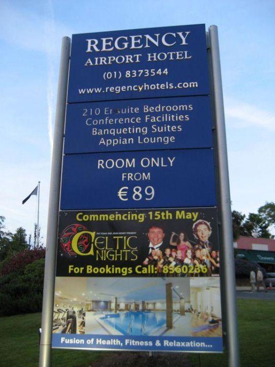 Werbeträger vor dem Hotel Bonnington Hotel & Leisure Centre
