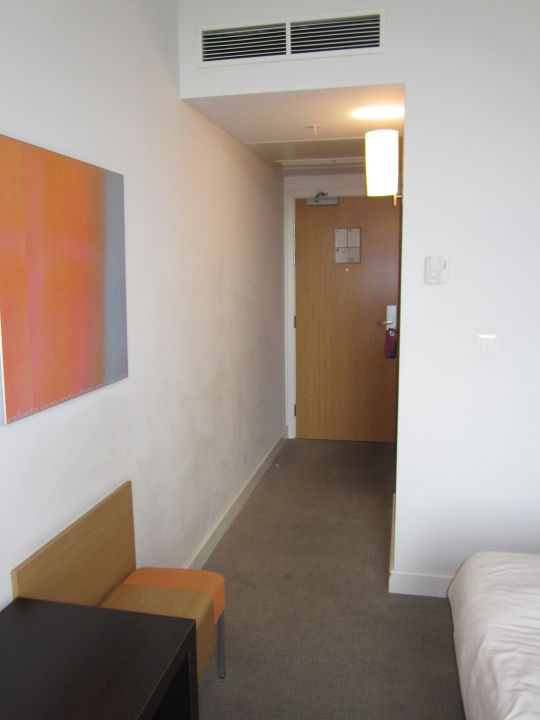 bild bett kopfteil kissen zu hotel novotel vilnius in vilnius wilna. Black Bedroom Furniture Sets. Home Design Ideas
