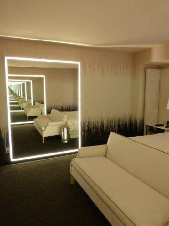 Spiegel Lassen Das Kleine Zimmer Grösser Wirken Sls Las Vegas Hotel