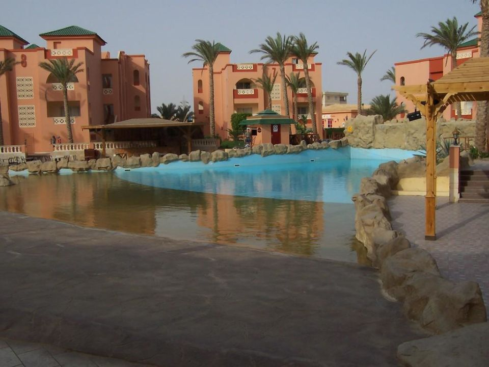 Pool mit Wellenbad Sea World Resort