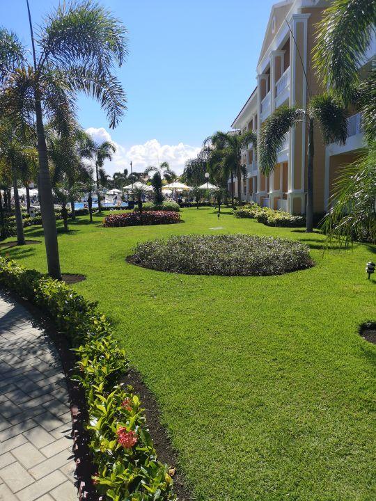 Privilege area at beach of Grand Bahia Principe Tulum.jpg