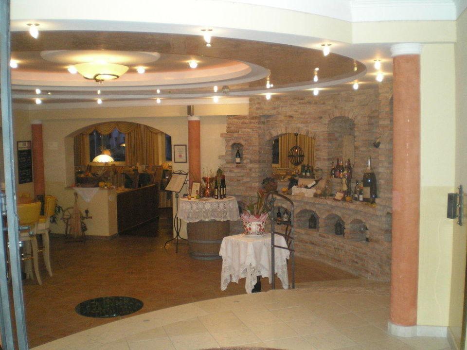 Der Eingang zum Speisesaal Hotel Vier Jahreszeiten
