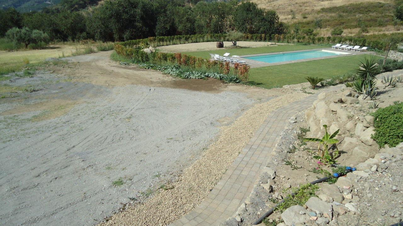 Garten mit pool agriturismo edone in gaggi for Garten pool 4m durchmesser