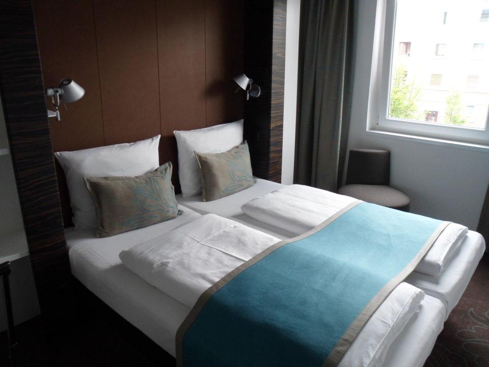 bild doppelzimmer motel one zu motel one hamburg altona
