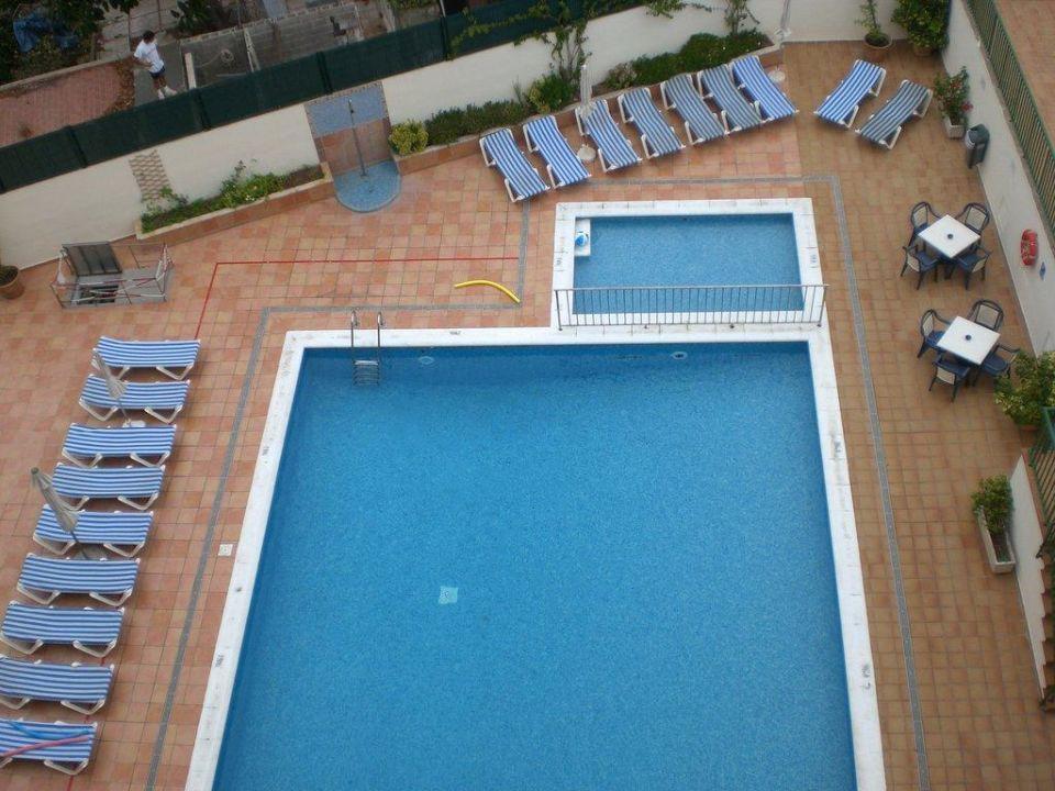 Pool und Anlage von oben Hotel Roc Leo