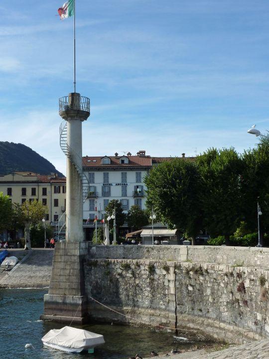 Blick vom Hafen auf das Hotel Hotel Ancora