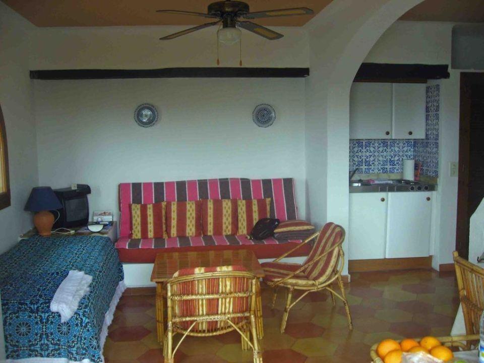 Bild schlafzimmer mit bad zu hotel aldea cala fornells 2 for Wohnzimmer 22 grad