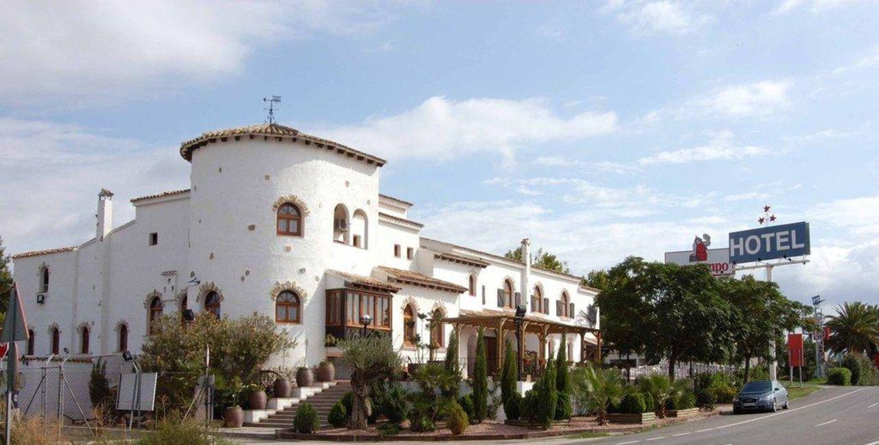 Fachada principal Hotel La Carreta