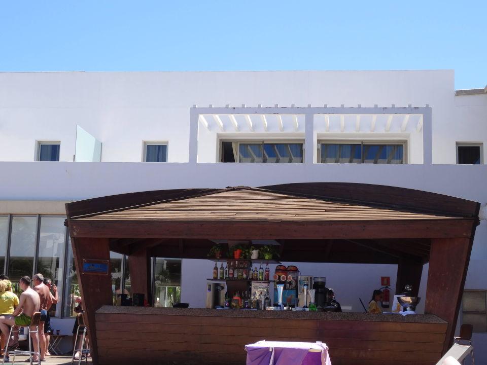 Bild parkplatz vor hotel zu r2 design bahia playa in for Design hotel eifel bewertung