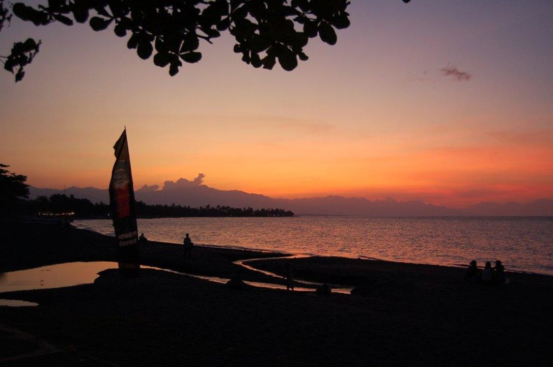 Sunset at Lovina Beach Hotel Puri Mangga