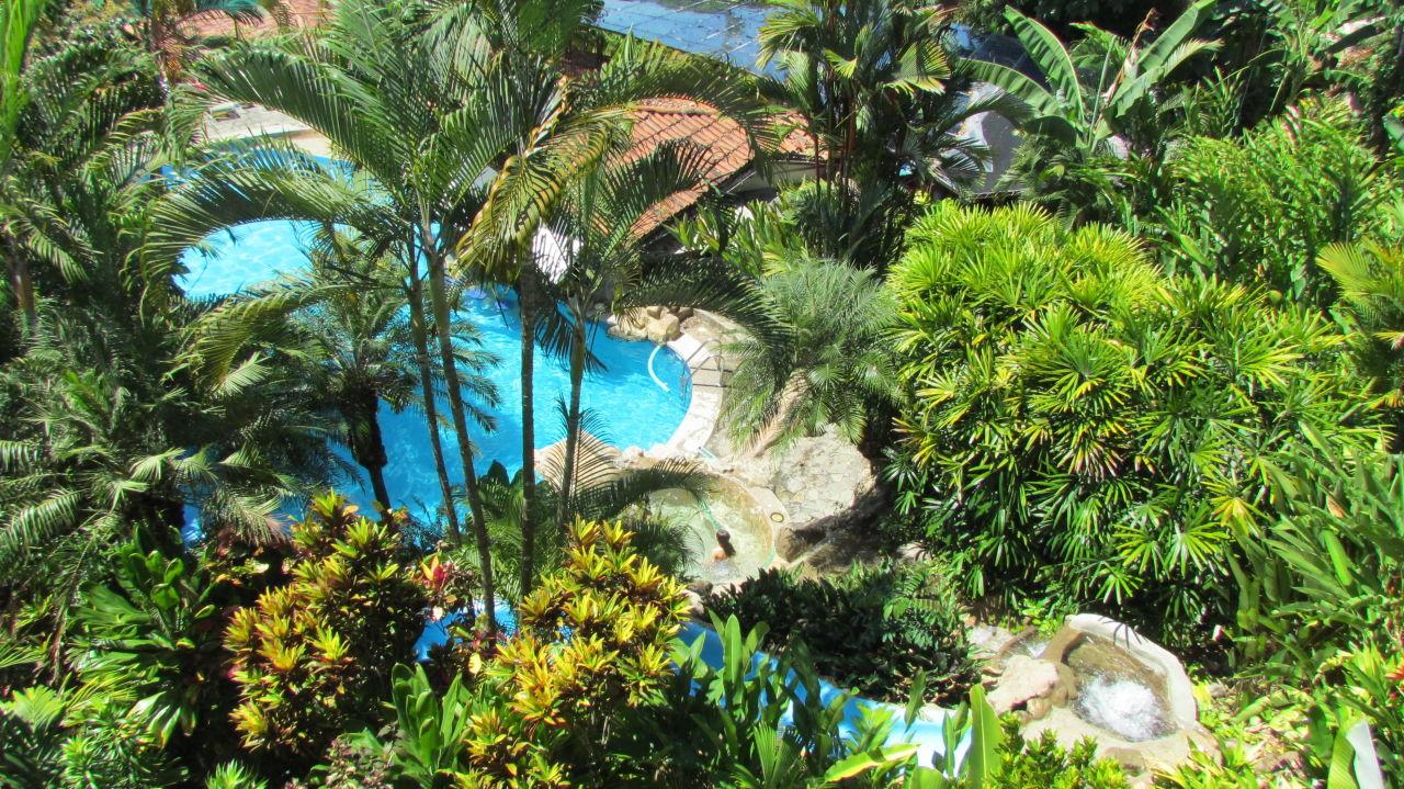 Blick auf Kinderpoolanlage mit Rutsche Si Como No Resort & Wildlife Refuge