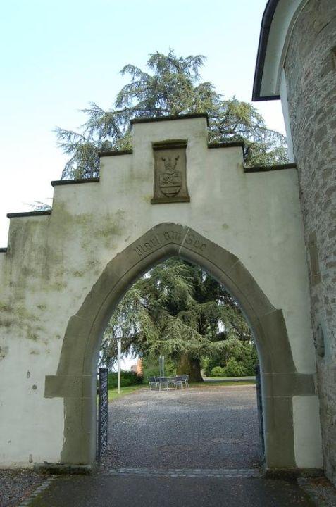 Eingang zum Schlosshotel Schloss-Hotel Wartensee