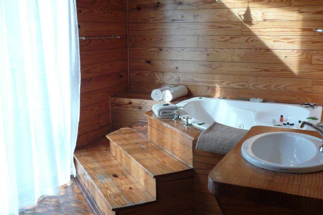 "Badezimmer - Chalet Dove - Whirlpool"" Hotel Misty Mountain Reserve"