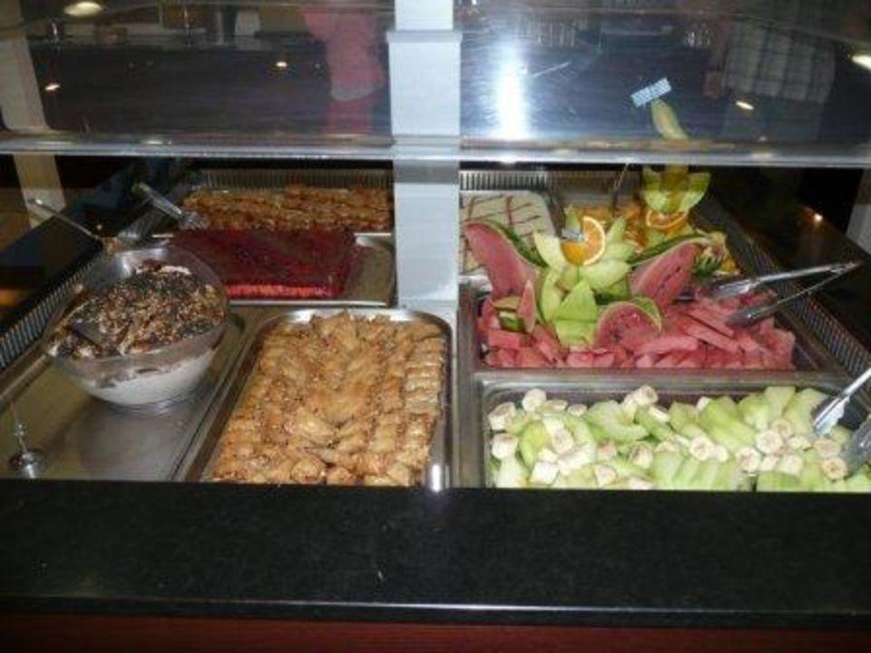 Nachtischbuffet am Griechischen Abend Eurohotel Katrin Hotel & Bungalows