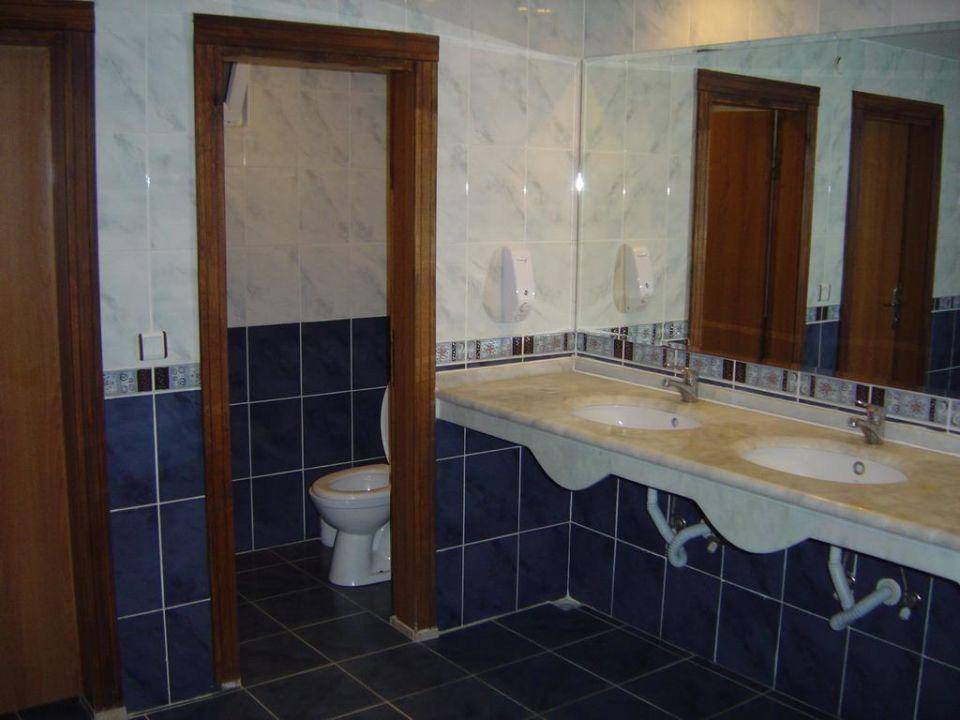 Lobby Toiletten Hotel Titan Garden