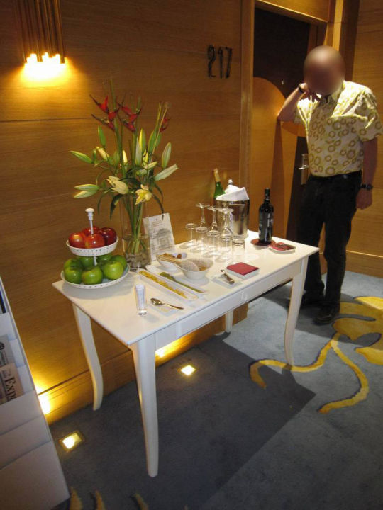 Drinks and snacks for premium floor guests Hotel NH Collection Madrid Paseo del Prado