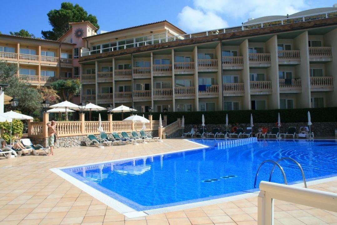 pool und hotel bikini island mountain hotel port de. Black Bedroom Furniture Sets. Home Design Ideas
