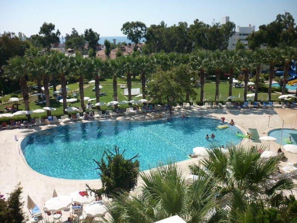 Uitzicht op het zwembad Maritim Hotel Saray Regency