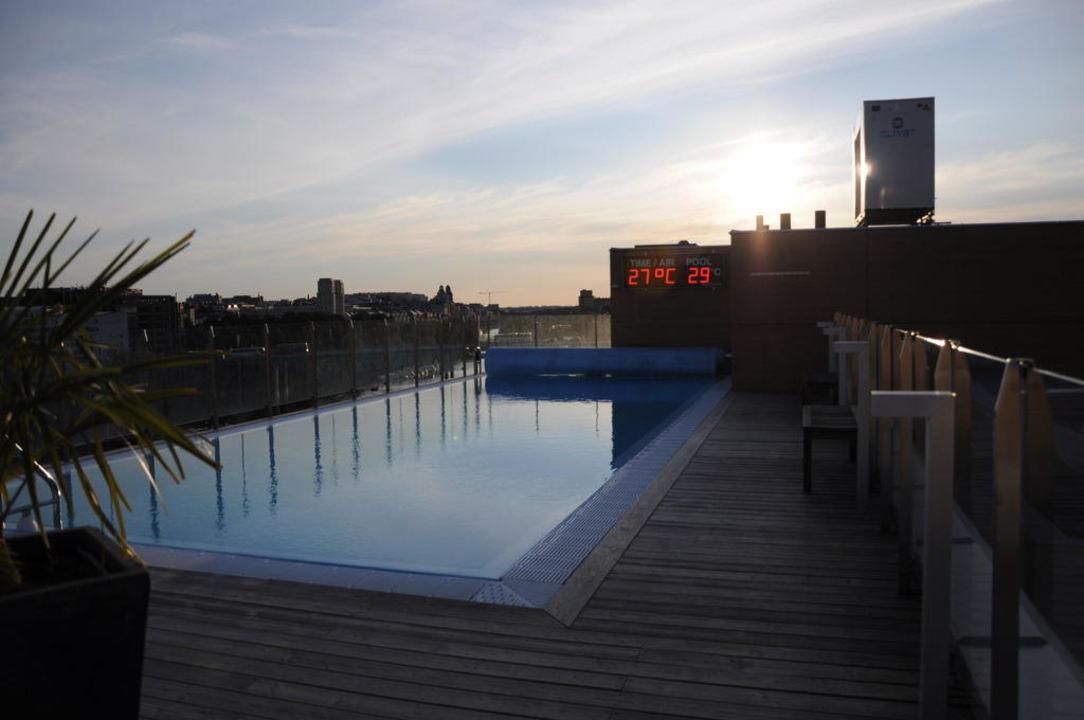 """""""Pool Auf Dem Dach Bei Sonnenuntergang"""" Clarion Hotel Sign"""