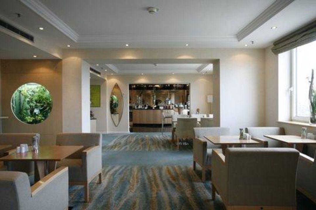 bild executive lounge zu hilton d sseldorf in d sseldorf. Black Bedroom Furniture Sets. Home Design Ideas