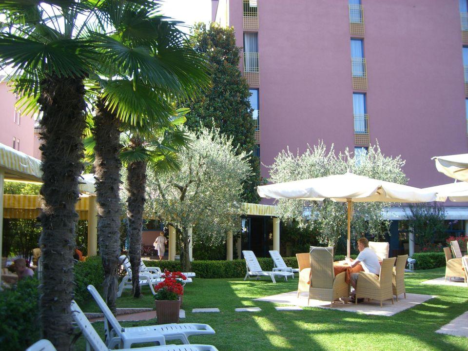 teil des gartens hotel sportsman bardolino holidaycheck venetien italien. Black Bedroom Furniture Sets. Home Design Ideas