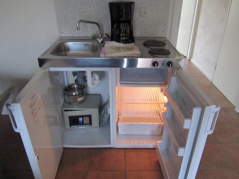 Kühlschrank Tresor : Badezimmer großer kleiderschrank mit schiebetür inkl tresor