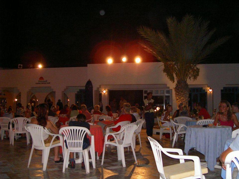 Terrassengeschehen am Abend Hotel Djerba Paradise Resort