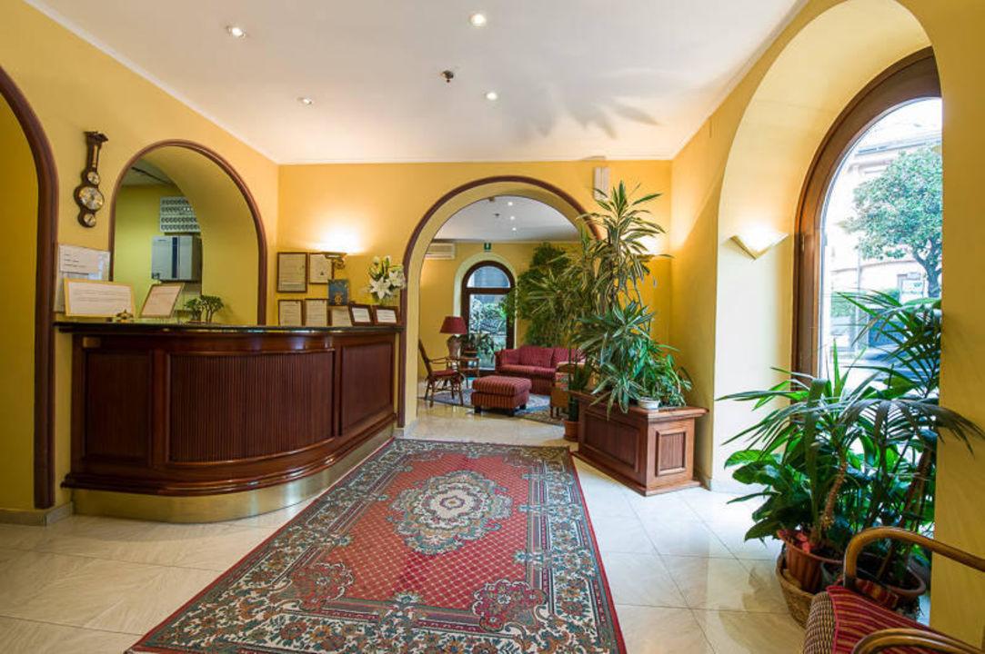 Entrata Hotel Giulio Cesare