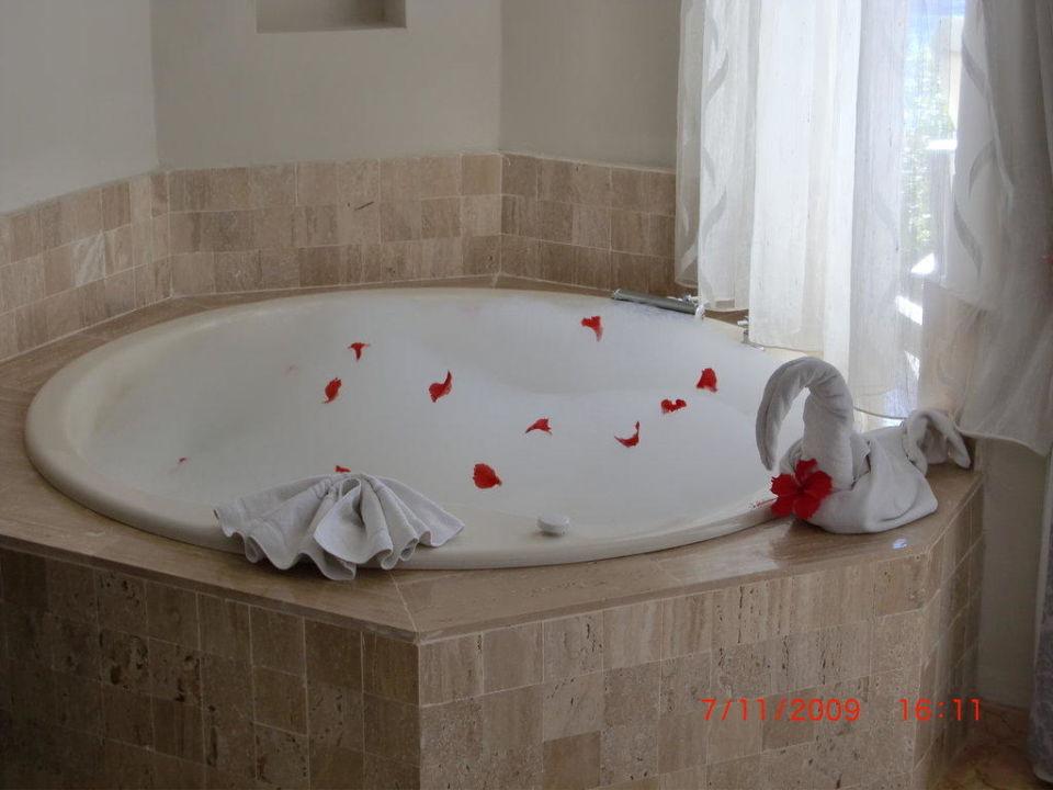 Jacuzzi im Zimmer Majestic Elegance Punta Cana Resort