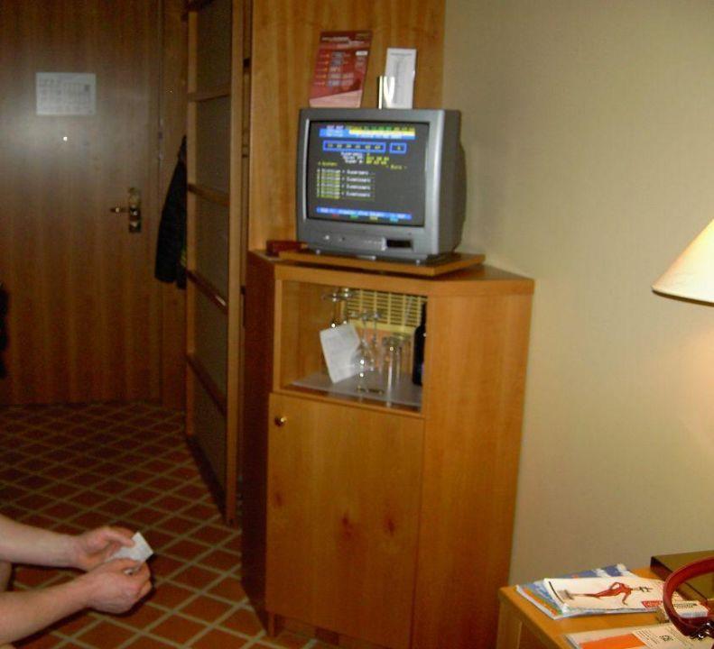 der kleine fernseher im zimmer 357 relexa hotel. Black Bedroom Furniture Sets. Home Design Ideas