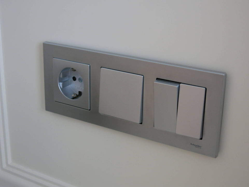 Großzügig Lichtschalter Steckdose Combo Zeitgenössisch - Elektrische ...
