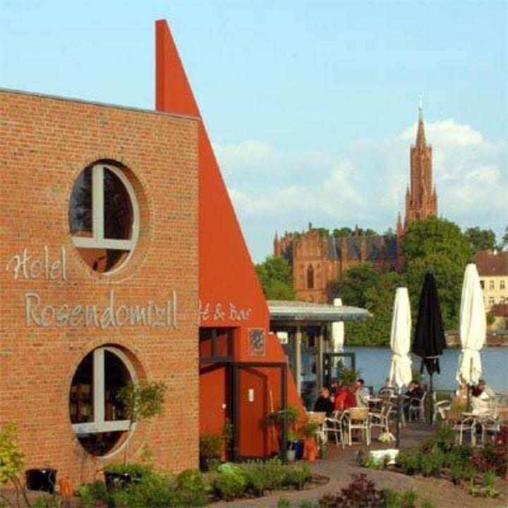 Am Malchower See Hotel Rosendomizil