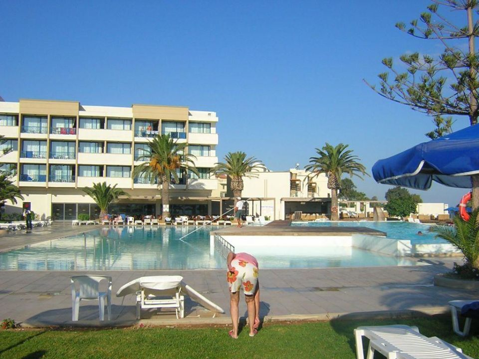 Die beiden Pools zur Meerseite SENTIDO Ixian Grand - Adults only