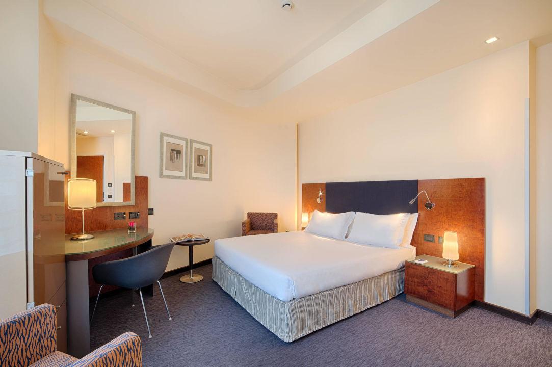 Guest Room - Superior Hotel NH Bergamo