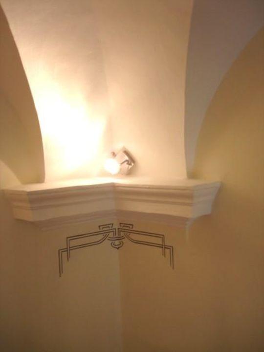 Capitelli e decori della Suite 104 Villa Imperiale