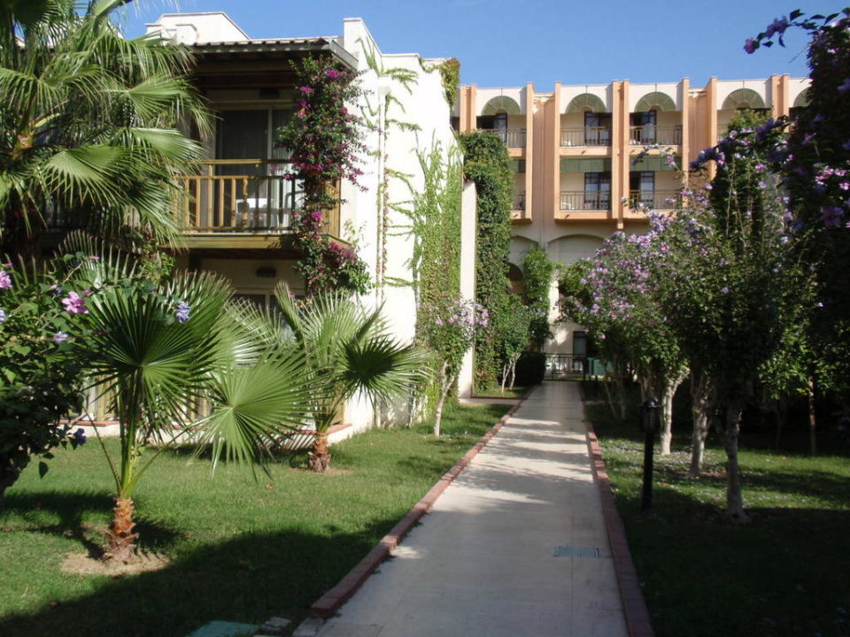 Weg zu den Bungalows Paloma Oceana Resort