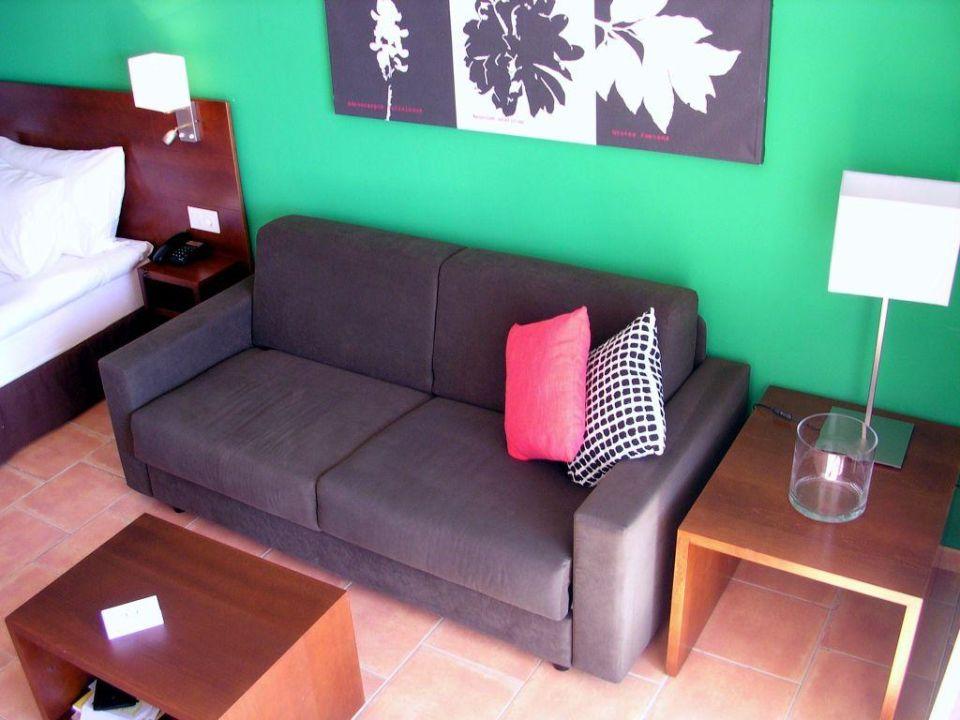 Bild Studio  Bett, TV, Schrank, Couchtisch, Couch zu