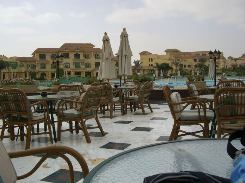 Terrasse am Pool Mövenpick Hotel Cairo Media City
