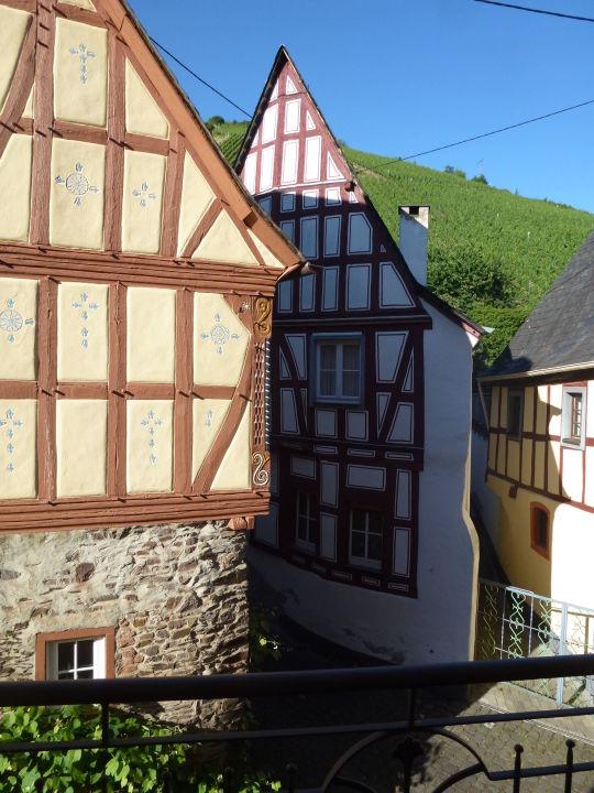 Blick Vom Balkon Auf Fachwerk Und Weinberg Ferienweingut Gutshof