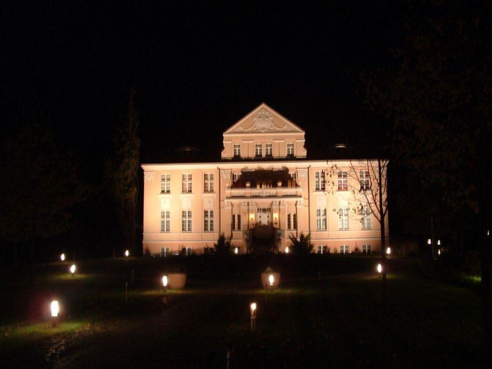 Das Gutshaus im dunkeln Precise Resort Rügen