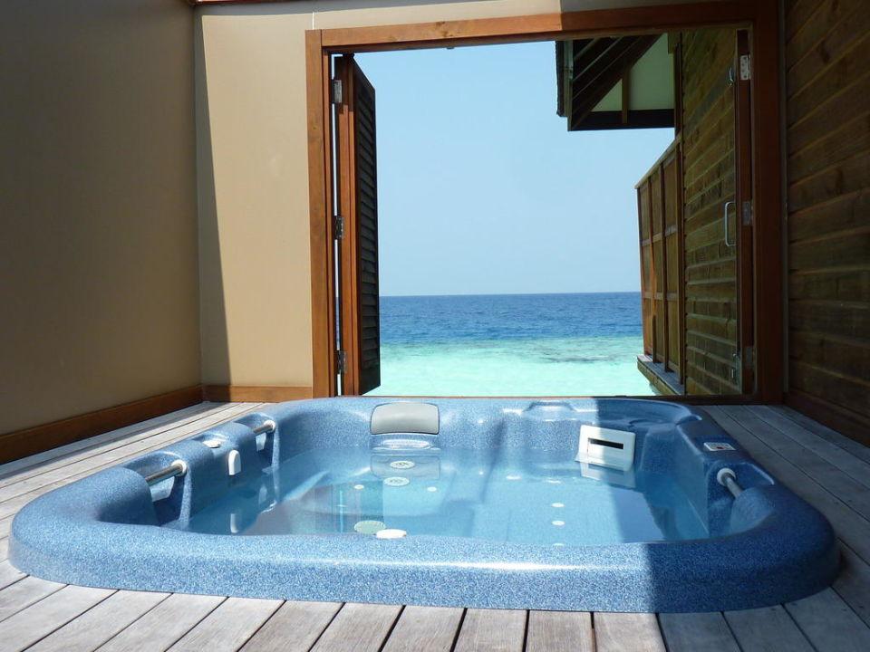 Veligandu Island Resort Jacuzzi Water Villa