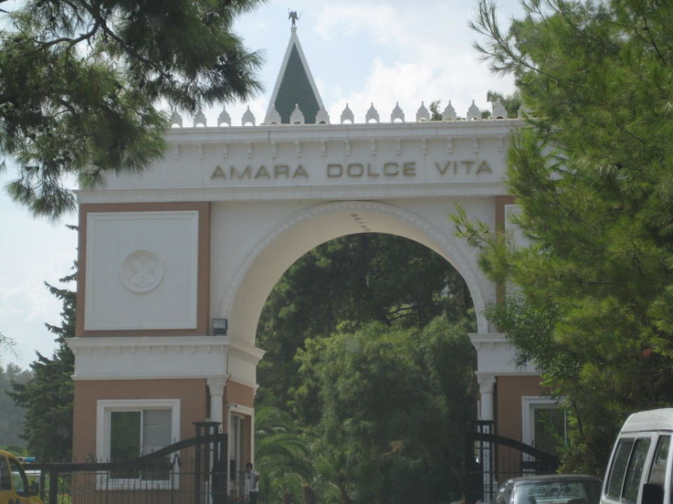 Hoteleinfahrt Amara Dolce Vita Luxury