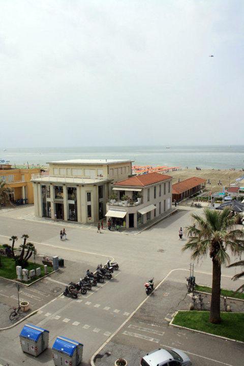 Blick auf die Promenade und Meer Hotel Villa Tina