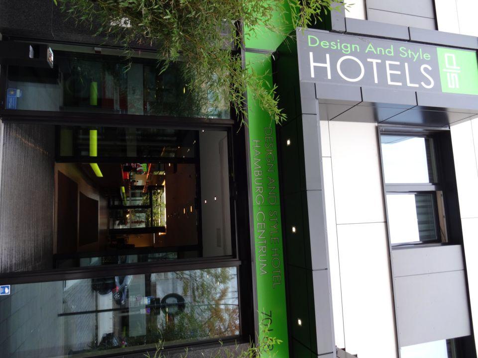 Eingang novum style hotel hamburg centrum in hamburg for Hotel hamburg stylisch
