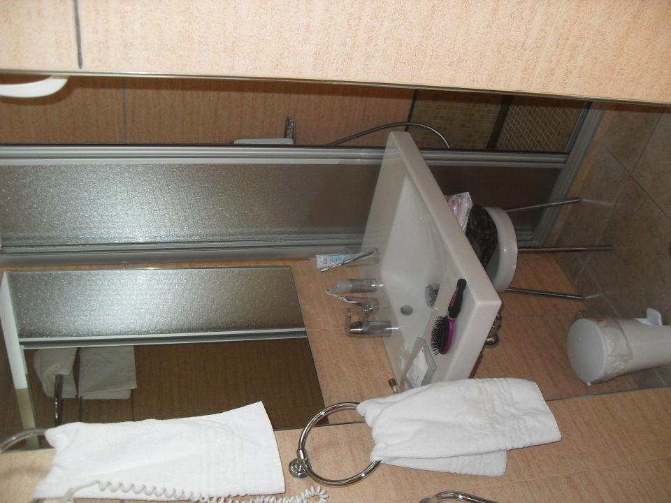 sehr kleines bad hotel cosmopolitan platja de palma playa de palma holidaycheck. Black Bedroom Furniture Sets. Home Design Ideas