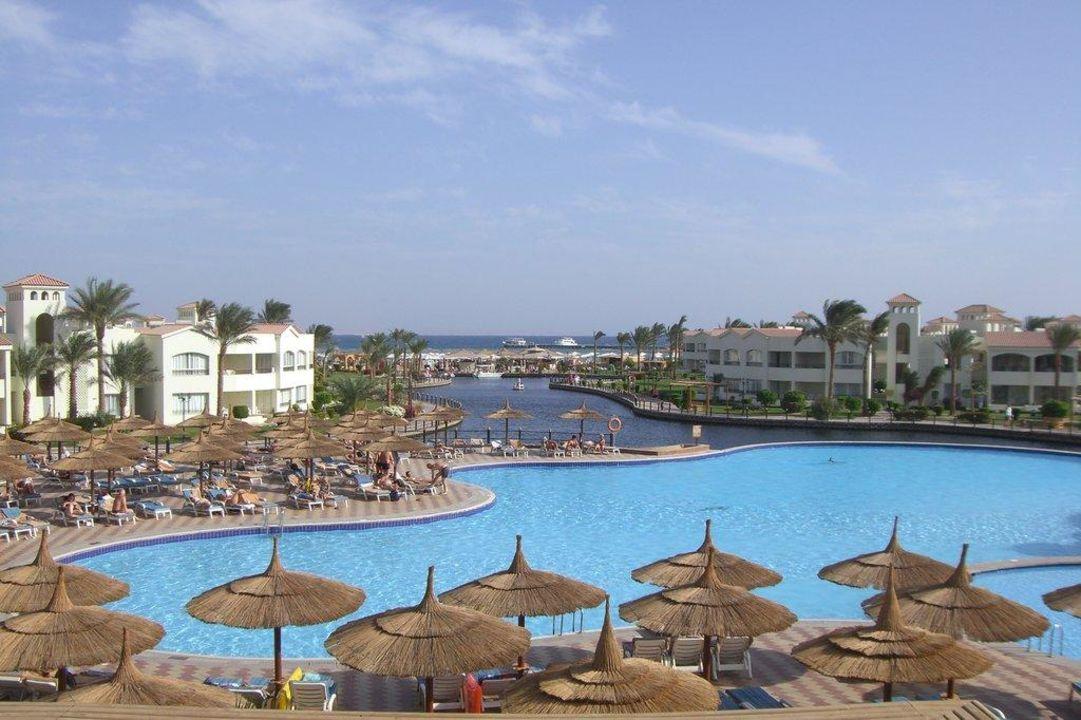 Pool, Lagune und Meer Dana Beach Resort