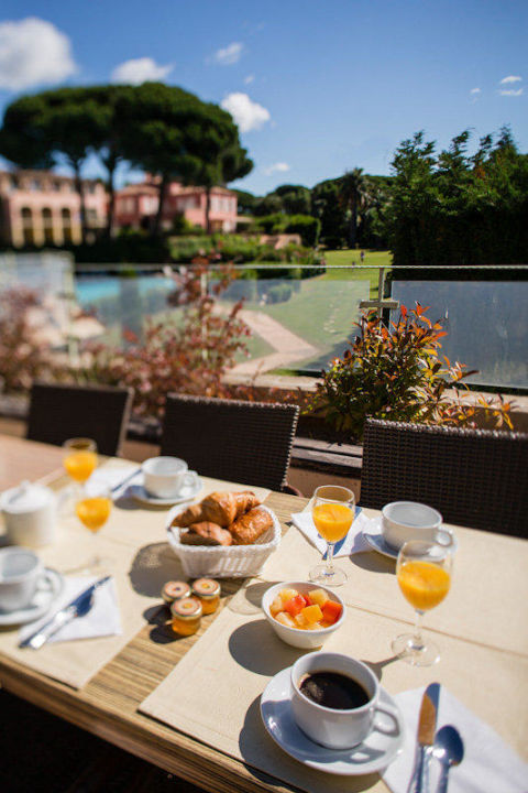 Petit-déjeuner en terrasse\