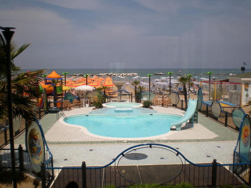 Strand und Pool\