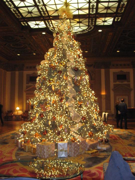 weihnachten in la hotel millenium biltmore los angeles. Black Bedroom Furniture Sets. Home Design Ideas