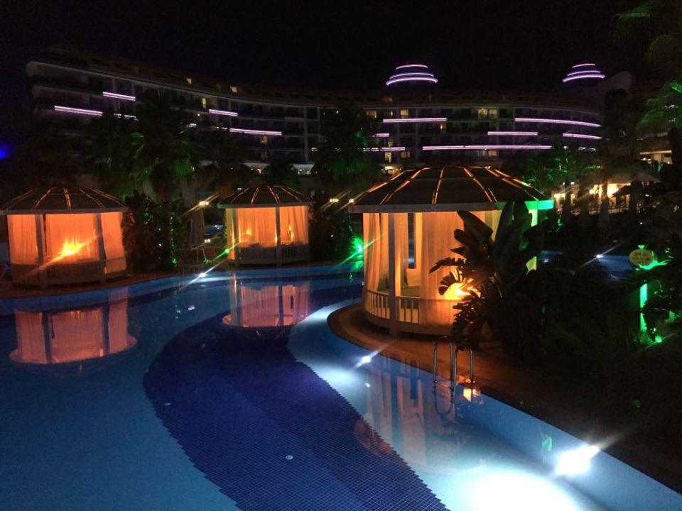 Ogród nocą Sueno Hotels Deluxe Belek